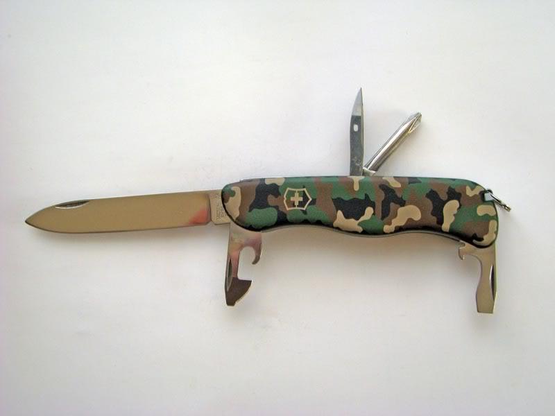 Victorinox Swiss Army Knife Adventurer Camo Avoiding